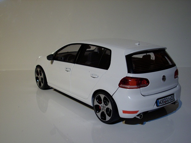 1 18 golf vi gti 4 t rer in candy wei modelcarforum. Black Bedroom Furniture Sets. Home Design Ideas